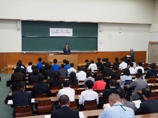 全体会での吉田恒雄学長の挨拶