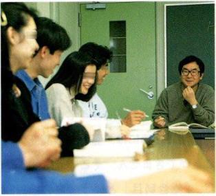 教育者として。(「1999駿河台大学受験ガイド」に掲載された写真です)