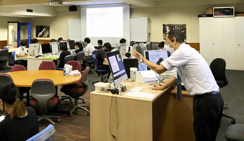 石川賀一講師による模擬授業「図書館が提供するサービスとは? ~図書館サービス入門~」
