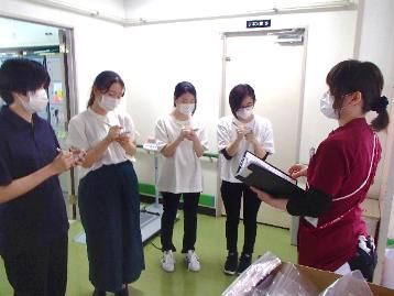 病棟内やコメディカルスタッフ会議の様子を見学(1)