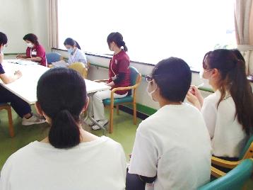病棟内やコメディカルスタッフ会議の様子を見学(2)