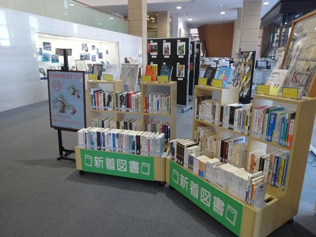 1月後半の新着図書展示中.JPG