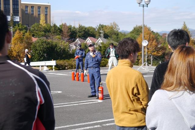 20181127学生寮の防災訓練01.JPG
